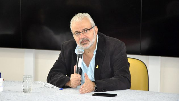 Reitor Marcus David comemora parceria em noite de encerramento da SBPC na UFJF