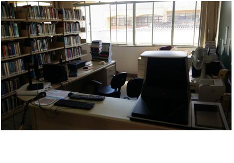 Imagem da recepção da biblioteca da Faculdade de administração e ciências contábeis.