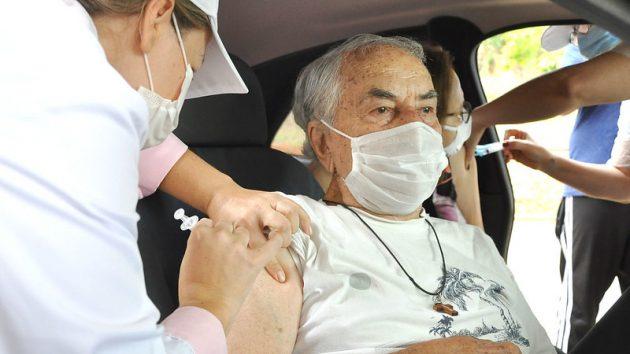Em dois dias, 564 idosos de 90 anos ou mais são vacinados na UFJF
