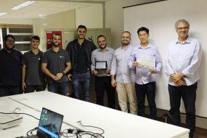Equipe Mais Laudo recebendo o certificado.