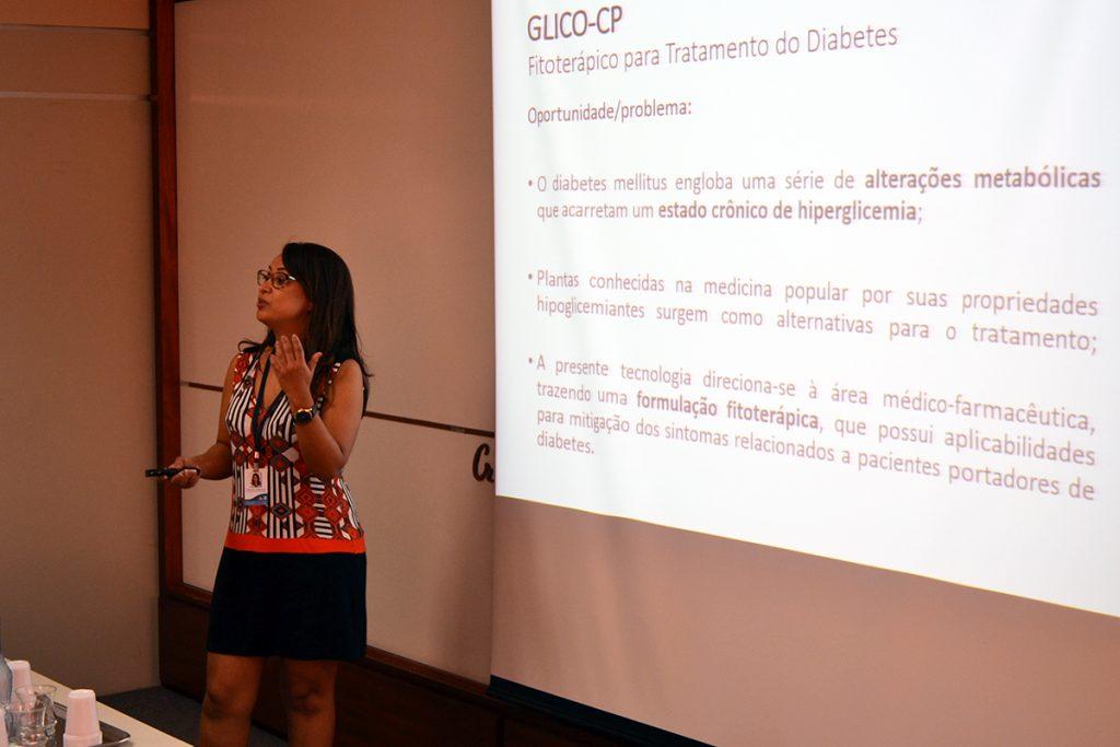 Uma das propostas expostas foi a do Glico-CP, um fitoterápico criado para tratamento de diabetes. Foto: Lucas Guedes/UFJF
