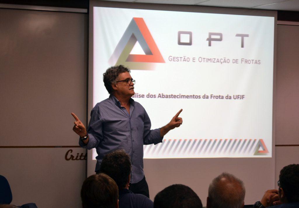 Tanure ressaltou a importância de apresentar relatório e ouvir trabalhadores. Foto: Lucas Guedes/UFJF