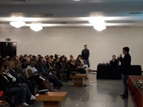 Flávio Salzer em sua apresentação (Foto: Rafael Gonçalves)