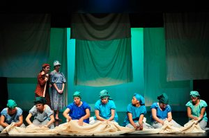 """Foto do espetáculo """"Santana dos Ferros"""", de José Luiz Ribeiro, apresentado pelo Núcleo Adolescente em 2012."""