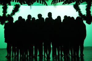 """Foto do espetáculo """"Tropicália ou Tropicanália"""", de José Luiz Ribeiro, que marcou o encerramento do Mergulhão Teatral do 1º Semestre de 2017"""