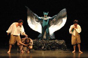 """Cenário e figurinos da montagem de """"A Tempestade"""", encenada pelo GD em 2006."""