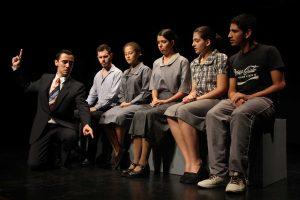 O espetáculo aborda temáticas atuais da sociedade. Foto: Márcia Falabella