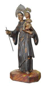 O destaque da mostra é uma escultura de Santo Antônio do início século XIX. A obra em madeira é oriunda de Ouro Preto (MG). Foto: Messias Matheus