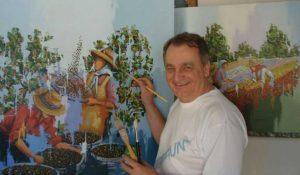 """Vagner Aniceto pintando a obra """"Colheita de café"""". Foto Divulgação"""