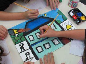 As pinturas em guache sobre papel foram inspiradas nas obras de Pedro Nava e Dnar Rocha. (Foto: Assessoria do Colégio Academia)