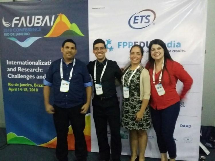 Da esquerda para a direita, os servidores Victor Hugo Terra, Hugo Rocha e Clarissa Campos.  Por último, a diretora da DRI Bárbara Daibert.