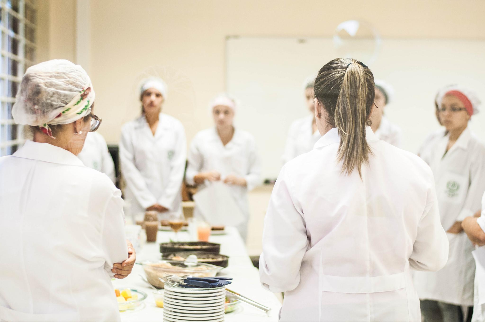 o curso de Farmácia, busca atender as áreas de farmácias, análises clínicas, alimentos e medicamentos (Foto: Caique Cahon)