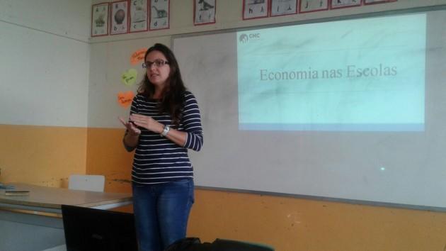 Economia nas Escolas - Fernanda Perobelli