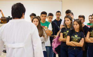 Além de receber estudantes no campus, programa prevê visitas a colégios de Juiz de fora e região (Foto: Luiz Carlos Lima/UFJF)