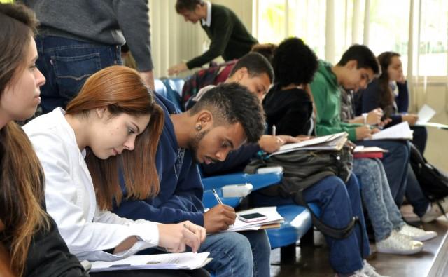 Matrícula presencial reclassificados  2º semestre (Foto: Alexandre Dornelas)