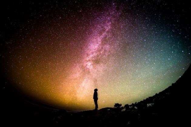 """""""[Morganna] fez uso da Física para desenvolver uma questão filosófica, que é o tempo"""", avaliou o orientador, Cláudio Teixeira (Foto: Visualhunt)"""