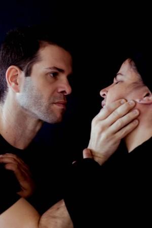Michell Costa é o psicólogo Dr. Medina, e Arielle Teles interpreta  ngela, a mãe dos pacientes (Foto: Ada Medeiros)