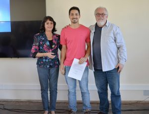 O administrador Luan Pereira Barreto (centro) foi um dos recepcionados pela coordenadora de Avaliação e Movimentação de Pessoas, Léa Chicre, e pelo diretor de Inovação, Ignácio Delgado (Foto: Twin Alvarenga/UFJF)