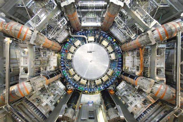o-detector-atlas-do-lhc-reponsavel-por-confirmar-a-interacao-entre-fotons-e-o-boson-de-higgs-630x421