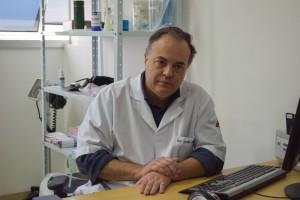 Geraldo Vitral explica importância de vida saudável e diagnóstico precoce nos tratamento de cura do câncer de mama (Foto: Fayne Ferrari)