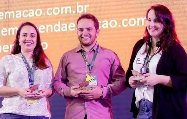 Na foto, ao centro, o aluno Pedro Duim, representando a equipe (Foto: Divulgação)