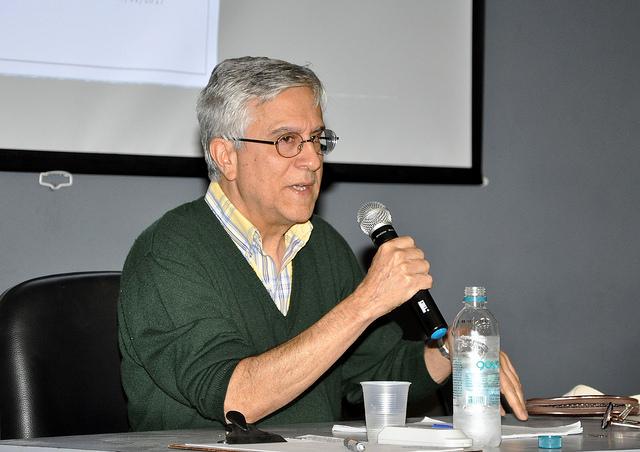O professor da UFF, João Luiz Vieira, destacou a arquitetura do cinema ao longo do século XX (Foto: Alexandre Dornelas/UFJF)