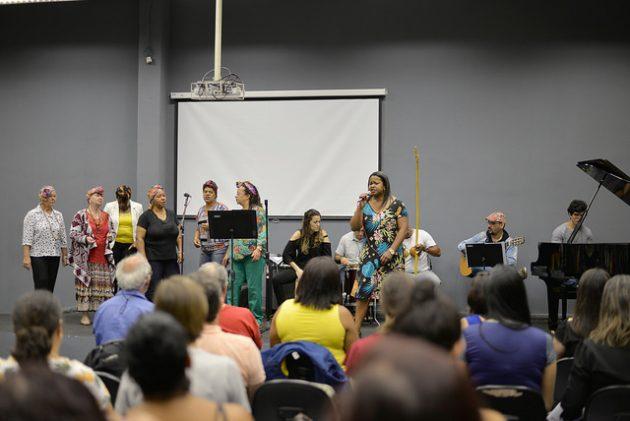 Primeiro dia de evento contou com apresentações musicais (Foto: Twin Alvarenga/UFJF)
