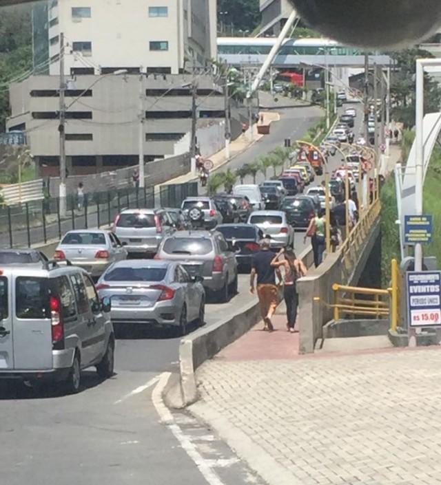 Trânsito começa a aumentar na subida para Pórtico Sul (Foto: Gislaine Baldutti)