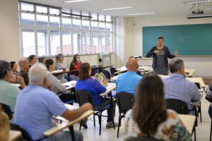 Curso é oferecido para funcionários do RU e Proae pela Diaaf, no intuito de ampliar políticas de inclusão (Foto: Twin Alvarenga)