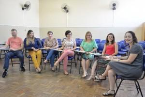 Aline Nogueira (2ª da direita pra esquerda) e  os profissionais do CPA no Bairro Granbery (Foto: Twin Alvarenga)