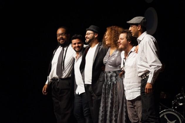 Didi Gomes acmpanhada pelo maestro William Alves e banda (Foto: Divulgação)