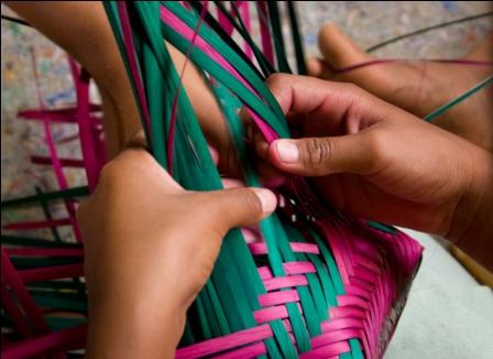 Indios Guarani da Aldeia Sapucaia, no Bracui em Angra dos Reis, RJ, Oficina para para producao de cestos em taquara.
