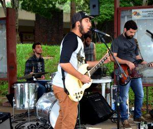 Banda Coroña animou a manhã com rock'n roll (foto: Twin Alvarenga)