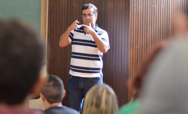Joselio_Nunes_Coelho_Conferencia_bilingue_surdos_Foto_Twin_Alvarenga_UFJF