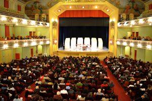 Público que lotou o Central exaltou a qualidade do espetáculo e a beleza do lugar (Foto: Twin Alvarenga)