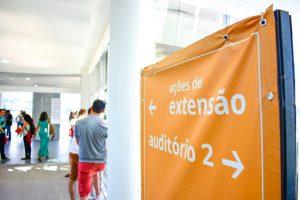 Professores de outras instituções foram convidados para avaliar trabalhos da Mostra de Ações de Extensão (Foto: Luiz Carlos Lima)