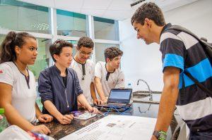 """""""Nossa ideia é realmente incentivar os alunos a estudar e, além da parte social e científica, a ter um bom desempenho no futuro, principalmente na formação como cidadão brasileiro"""" (Foto: Géssica Leine)"""