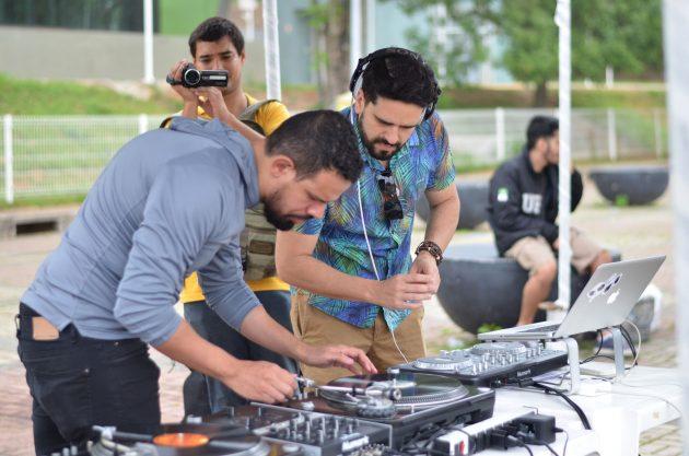 DJs Kureb e Le Braga (Foto: Twin Alvarenga)