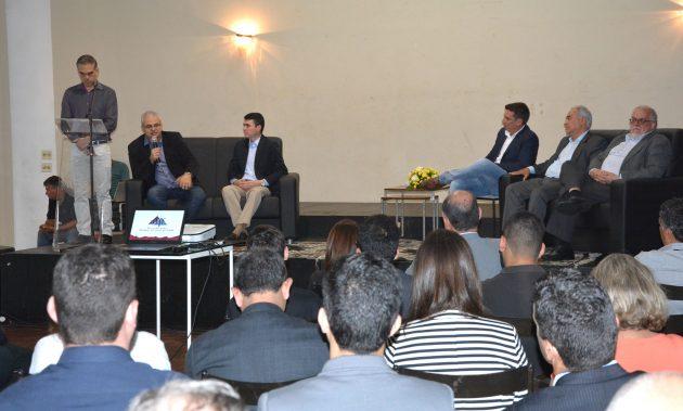 Reitor Marcus David e prefeito Bruno Siqueira ressaltaram a importância da troca de ideias, informações e expertises promovida pelo portal (Foto: Alexandre Dornelas)
