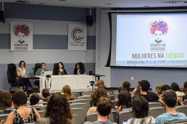 Evento convidou a deputada federal e ex-reitora da UFJF, Margarida Salomão; a professora da Universidade Federal do ABC, Maria Carlotto; e a pós-doutoranda da Fundação Oswaldo Cruz, Marina Nucci (Foto: Fayne Ferrari)