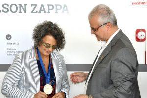 A ex-aluna da UFJF, Raquel Paiva, recebeu a Medalha JK e ministrou a primeira aula magna no prédio (Foto: Alexandre Dornelas)