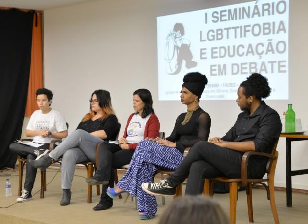 Estudantes relataram suas experiâncias em evento na FAced (Foto: Twin Alvarenga)