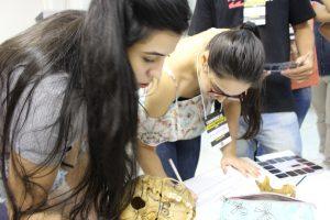 Estudantes participam de atividade de identificação humana. (Foto: Sebastião Junior)