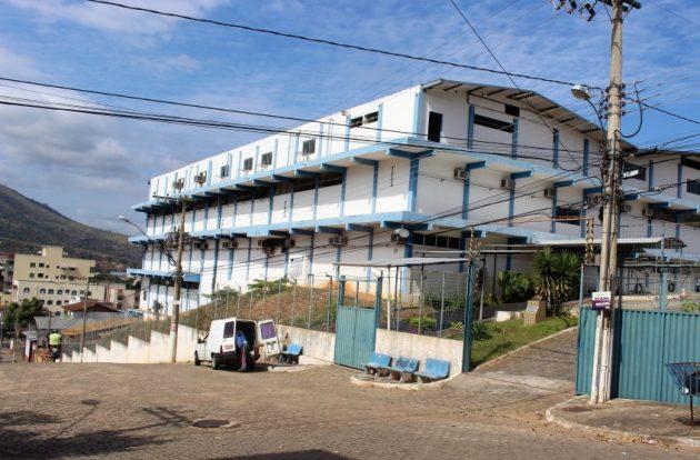 Prédio fica no bairro Vila Bretas, em Governador Valadares. (Foto: Dante Rodrigues)