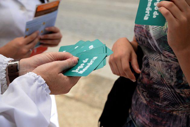 Professores, alunos e residentes da Farmácia Universitária promoveram ação no campus (Foto: Twin Alvarenga/UFJF)