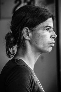 Moradaora de bairro atingido em Brumadinho, Lídia Nunes perdeu a melhor amiga e um vizinho na tragédia (Foto: Maria Otávia Rezende/UFJF)