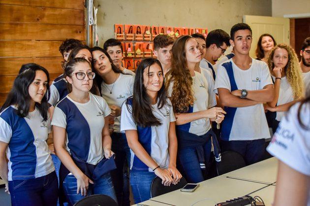 Alunos do ensino médio ouviram palestra e fizeram tour pelo campus (Foto: Gustavo Tempone/UFJF)
