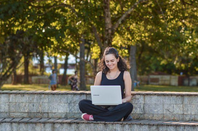 Ex-intercambistas compartilham experiências com interessados em estudar fora (Foto: Gabriela Maciel/UFJF)