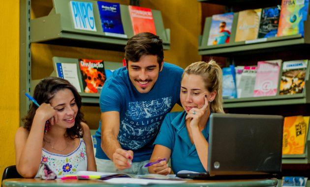 Estudantes participam de atividades extraclasse, em diversas modalidades, como a monitoria (Foto: Géssica Leine/UFJF)
