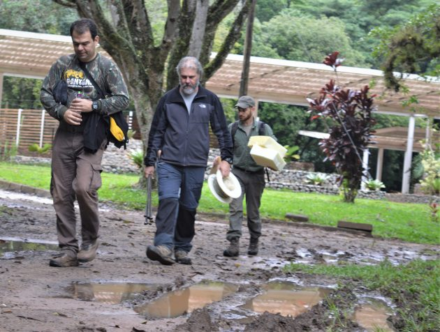 professor_fernando_azevedo_aa frente__prof Pedro Nobre __ e veterinario Ricardo Arrais __08052019__Foto_Raul Mourao UFJF